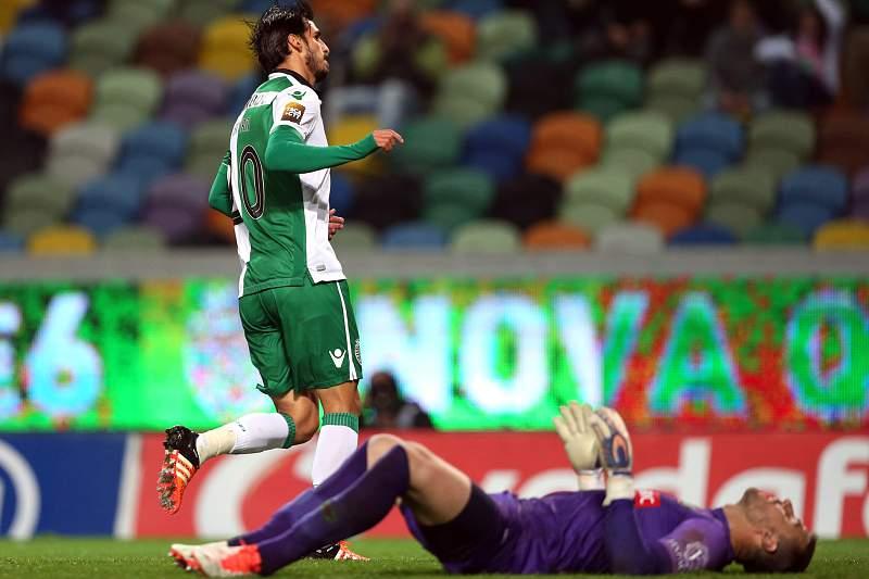 Bryan Ruiz celebra um golo frente ao Paços de Ferreira