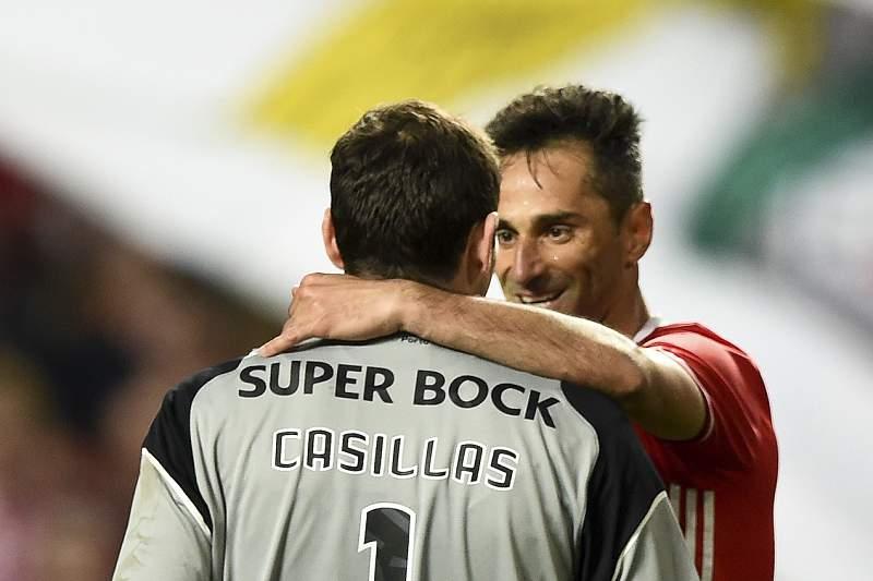 Jonas e Casillas cumprimentam-se após o final do jogo