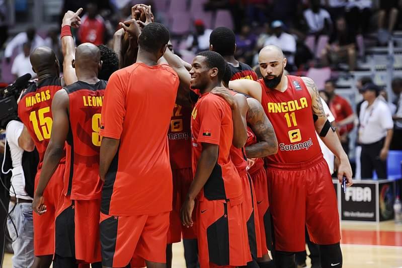 """Carlos Morais mete Angola nas """"meias"""" na melhor exibição no Afrobasket"""