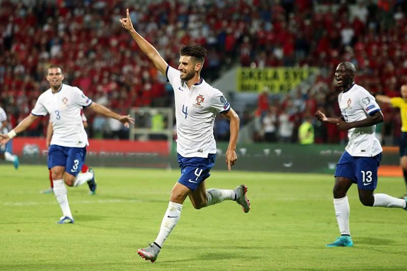 Miguel Veloso celebra o golo frente a Albânia