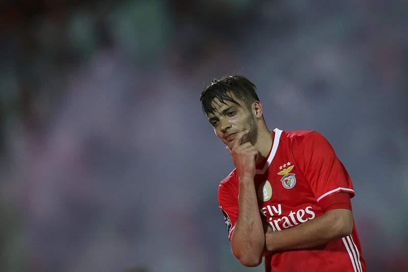 Raul Jiménez celebra de forma caricata o golo em Vila do Conde