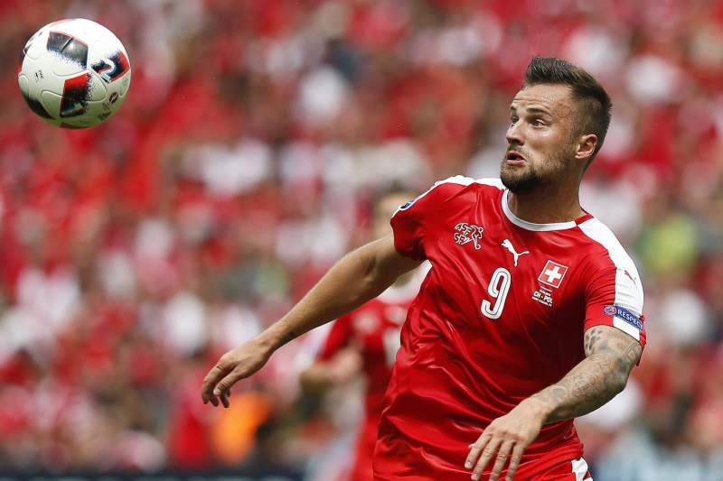 Seferovic com a camisola da seleção da Suíça