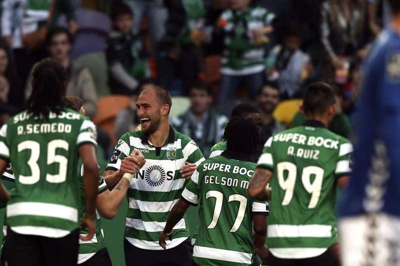 Bas Dost celebra um dos golos do Sporting frente ao Nacional da Madeira