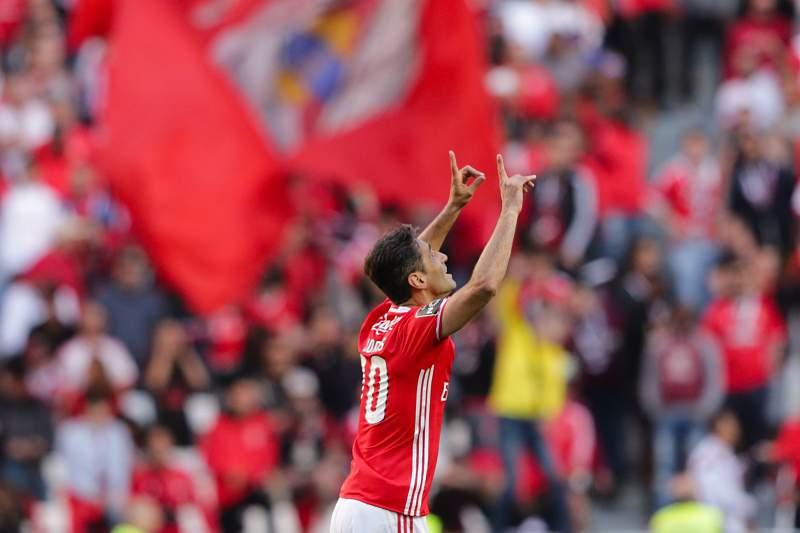 Jonas mantém Benfica na 'linha' do 'tetra'