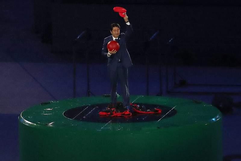 O primeiro ministro japonês, Shinzo Abe, 'vestiu-se' de Super Mario para dar as boas vindas aos Jogos Olímpicos de Tóquio em 2020