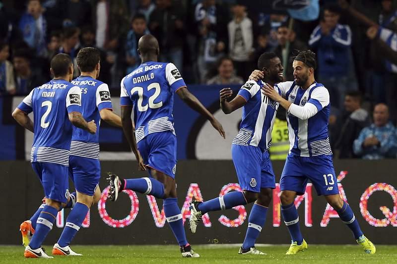Varela celebra o primeiro golo no Dragão