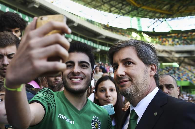 Bruno de Carvalho foi muito solicitado pelos adeptos do Sporting no dia do 110º aniversário do clube leonino