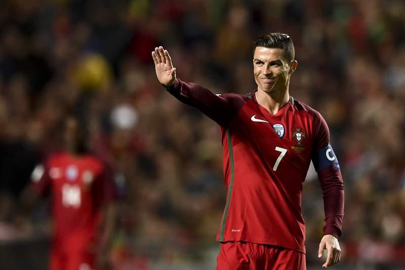 Cristiano Ronaldo reage durante o jogo com a Hungria