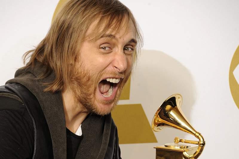 David Guetta com o Grammy para Melhor Remix