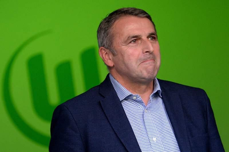 Klaus Allofs, diretor desportivo do Wolfsburgo, não está preocupado com a revisão das finanças da Volkswagen