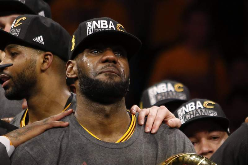 NBA: LeBron faz História e dá o título aos Cavaliers