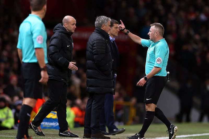 José Mourinho a ser expulso no último encontro do United