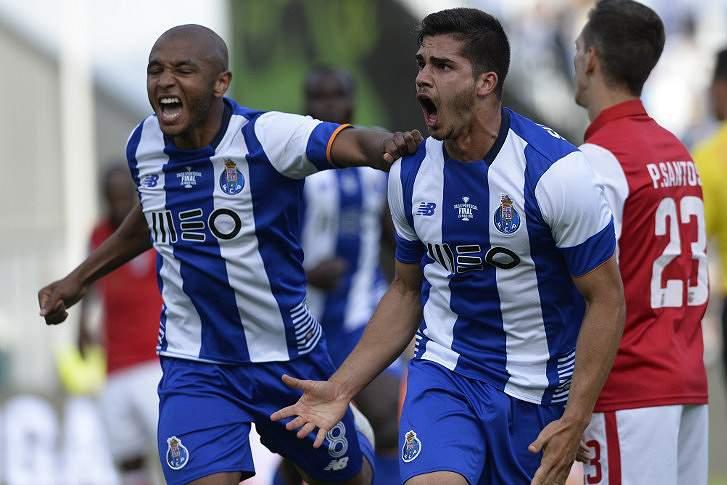 André Silva celebra o 1-2 com Brahimi
