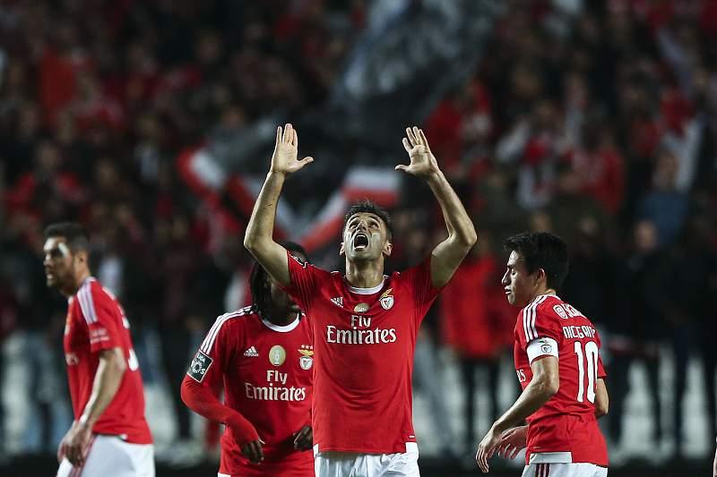 O jogado do Benfica Jonas, festeja um golo contra o Setúbal, num encontro da I Liga de futebol, em Lisboa, Portugal. JOSE SENA GOULAO/LUSA
