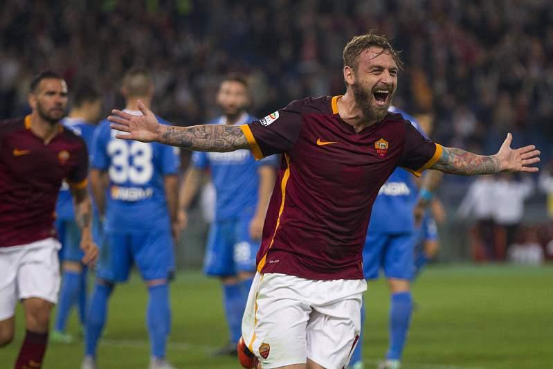 Daniele De Rossi festeja após fazer o 2-0 para a AS Roma sobre o Empoli