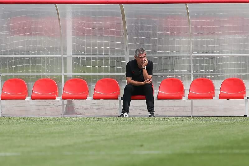 Fernando Santos durante um treino da seleção