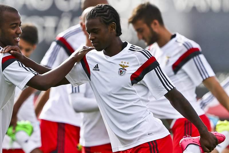 Nélson Semedo com Victor Andrade durante um treino do Benfica