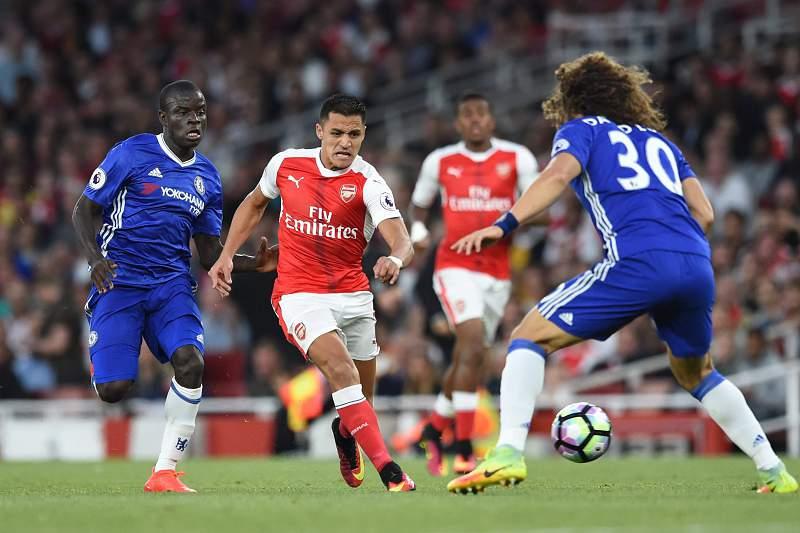 Alexis Sanchez em ação durante o dérbi londrino entre Arsenal e Chelsea