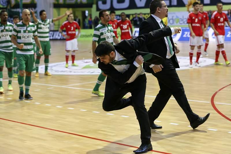 Nuno Dias reage à marcação de uma grande penalidade no quarto jogo da final do play-off