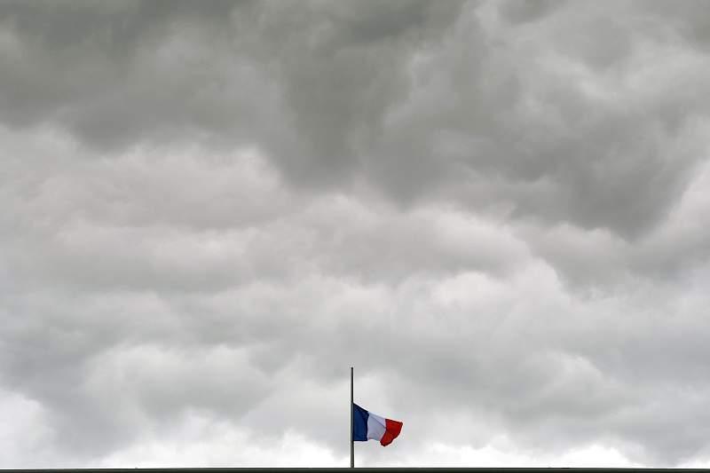 O atentado terrorista num dos locais mais turísticos de Nice deixou França de luto