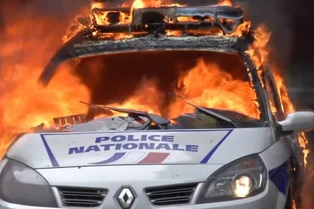 França. Violência em protestos contra a nova lei laboral