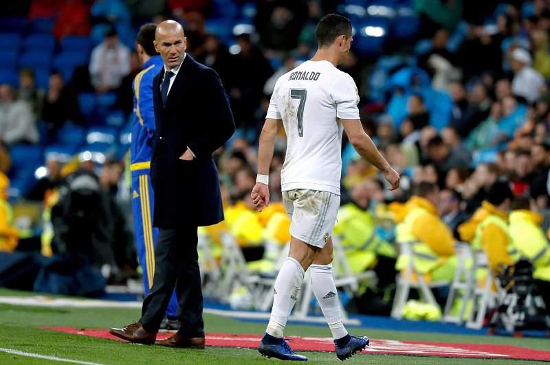 Cristiano Ronaldo sai lesionado
