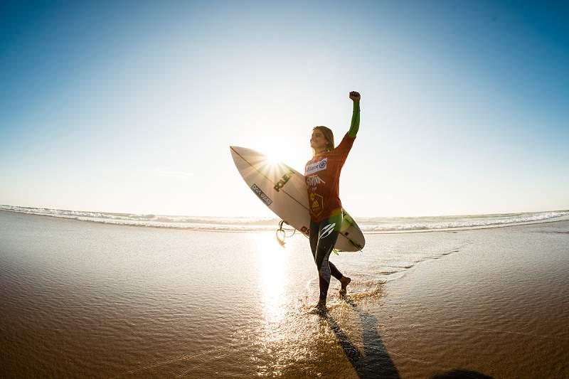 Carol Henrique conquista título nacional de surf