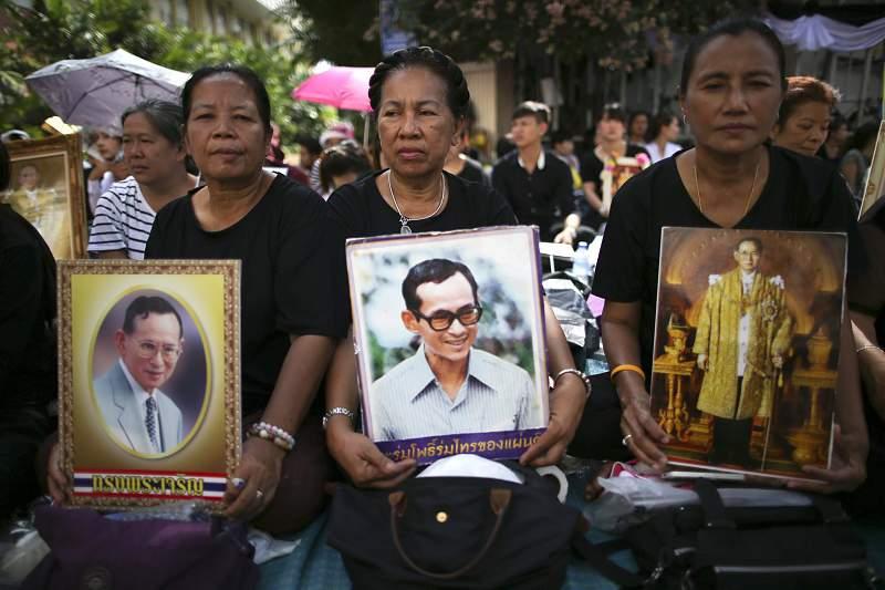 Bhumibol Adulyadej, o monarca há mais tempo no poder, morreu na quinta-feira