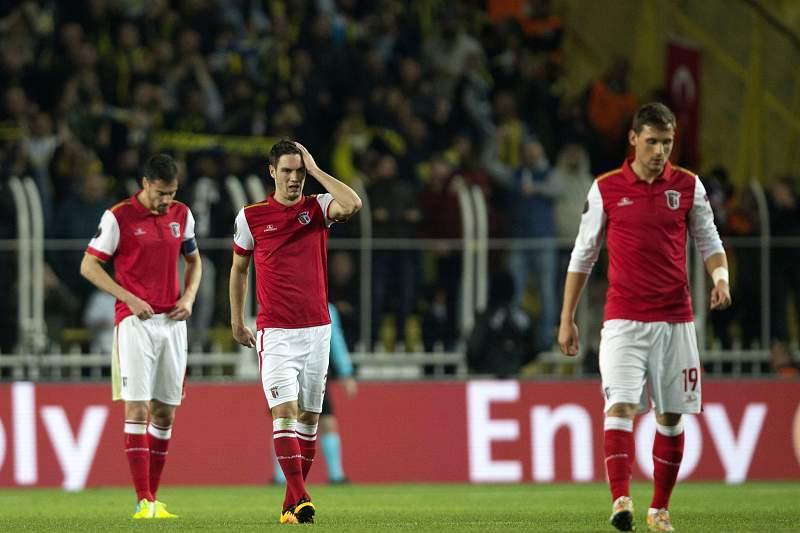 Jogadores do Braga saem desolados da derrota em Istambul