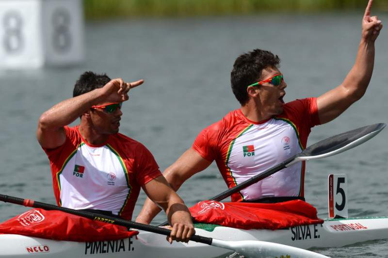 Portugal's Fernando Pimenta (L) and Emanuel Silva celebrate after competing in the kayak double (K2) 1000m men's semifinals during the London 2012 Olympic Games, at Eton Dorney Rowing Centre in Eton, west of London, on August 6, 2012. AFP PHOTO / FRANCISCO LEONG