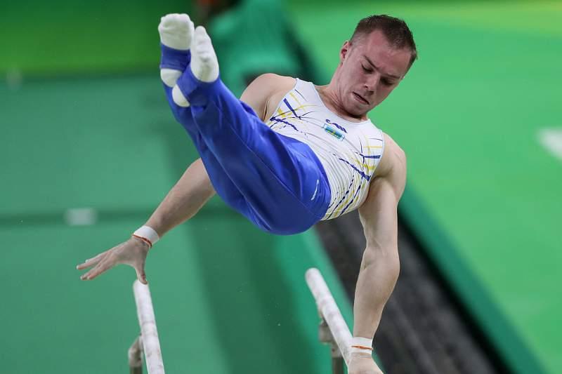 Oleg Verniaiev sagra-se campeão de paralelas