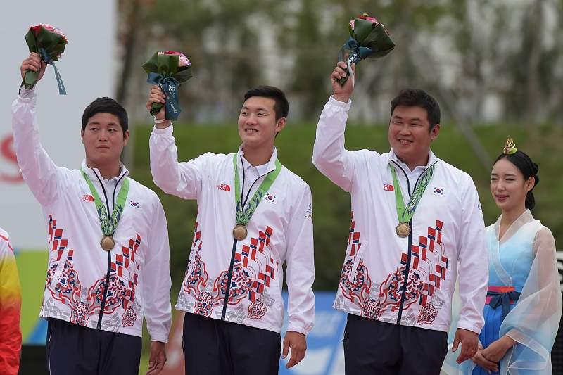 Kim Woo-jin, Seung-Yun e Ku Bonchan, equipa de tiro da Coreia do Sul