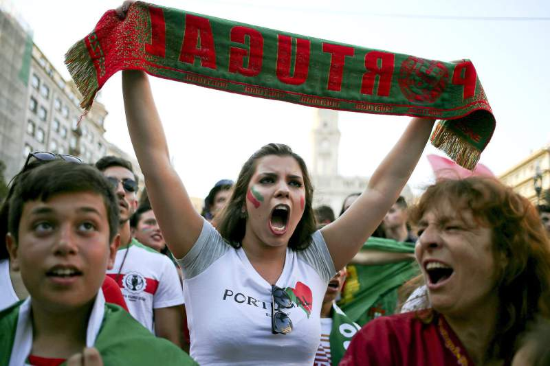 Festejos no Avenida dos Aliados, no Porto