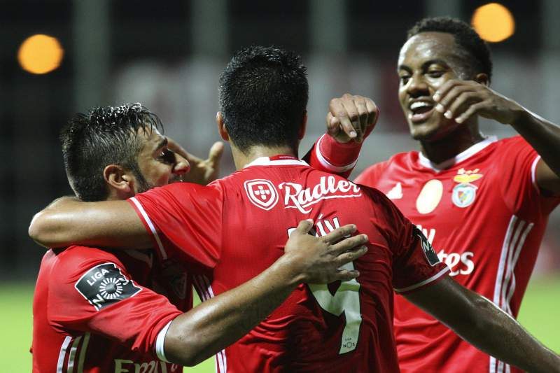 Salvio, Raul and Andre Carrillo celebram o golo
