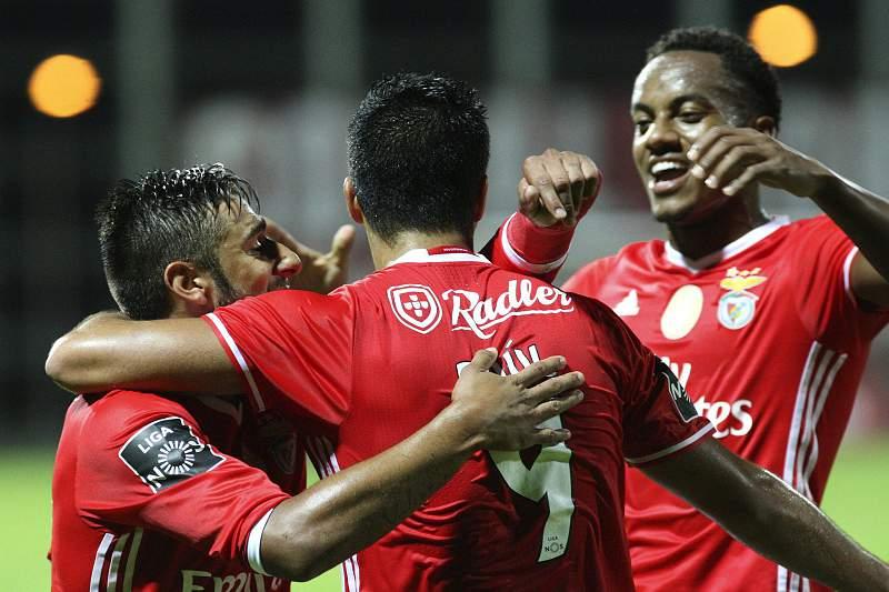 Salvio, Raul and Andre Carrillo celebram o golo