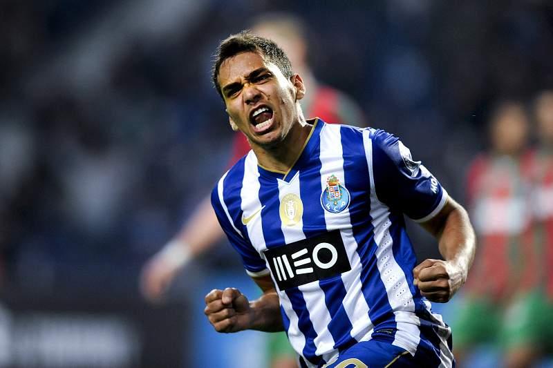 Carlos Eduardo do FC Porto festeja um golo contra Marítimo na Taça da Liga. FERNANDO VELUDO/LUSA