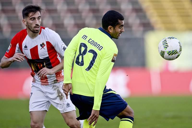 Marcelo Goiano disputa uma bola com Malafaia durante um jogo da Taça da Liga entre SC Braga e Leixões