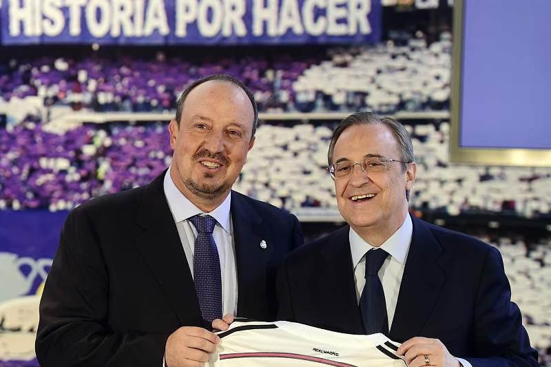 Rafael Benítez com Florentino Pérez na apresentação do treinador espanhola.
