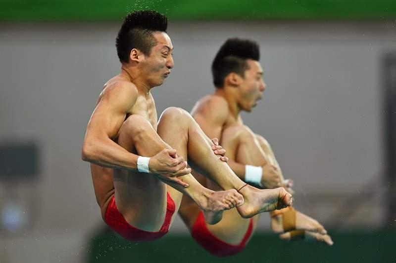 China ganha ouro nos saltos sincronizados para a água