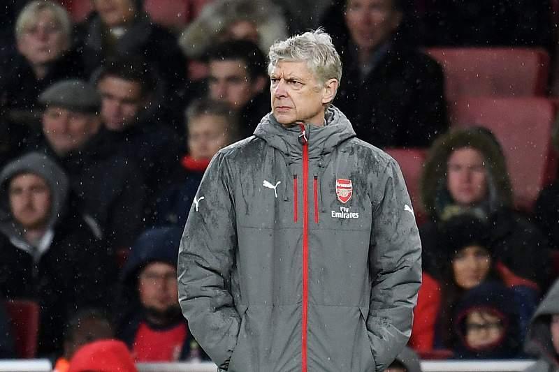 Wenger cada vez mais contestado pelos adeptos do Arsenal