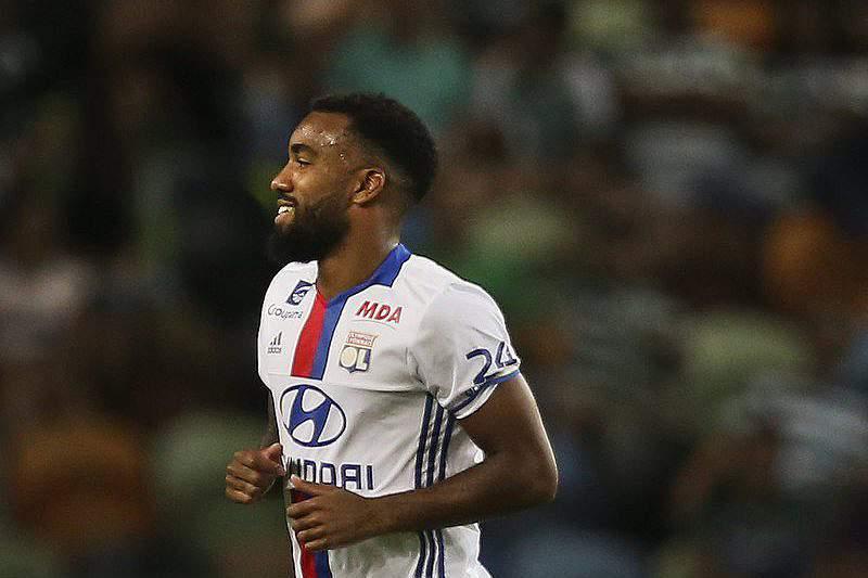 Demorou, mas Lyon bateu o Metz
