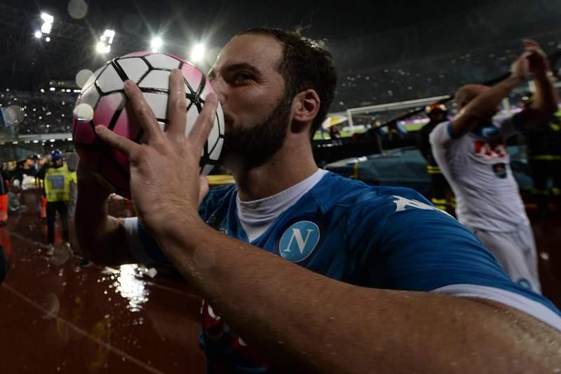 Higuaín faz 'hat-trick' e bate recorde histórico com 66 anos