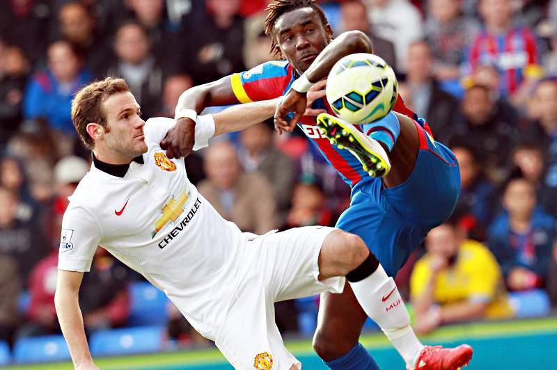 Manchester United vence com golo de Mata