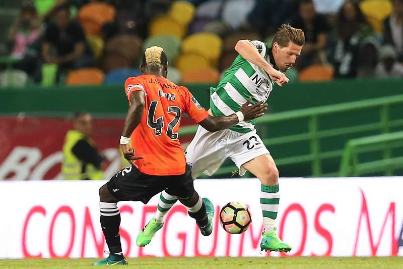 Adrien Silva satisfeito pelo regresso aos relvados