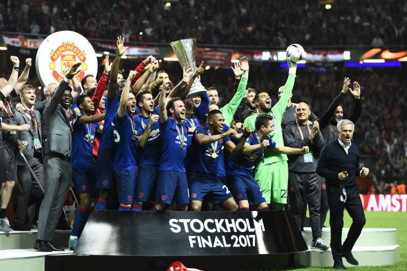 Manchester United's players celebrate with the trophy after winning the UEFA Europa League final football match Ajax Amsterdam v Manchester United on May 24, 2017 at the Friends Arena in Solna outside Stockholm. / AFP PHOTO / Jonathan NACKSTRAND