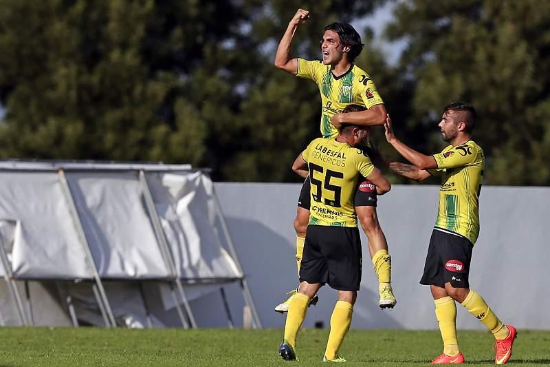 Tozé Marreco celebra um golo pelo Tondela