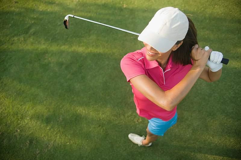 O que vestir para praticar golfe