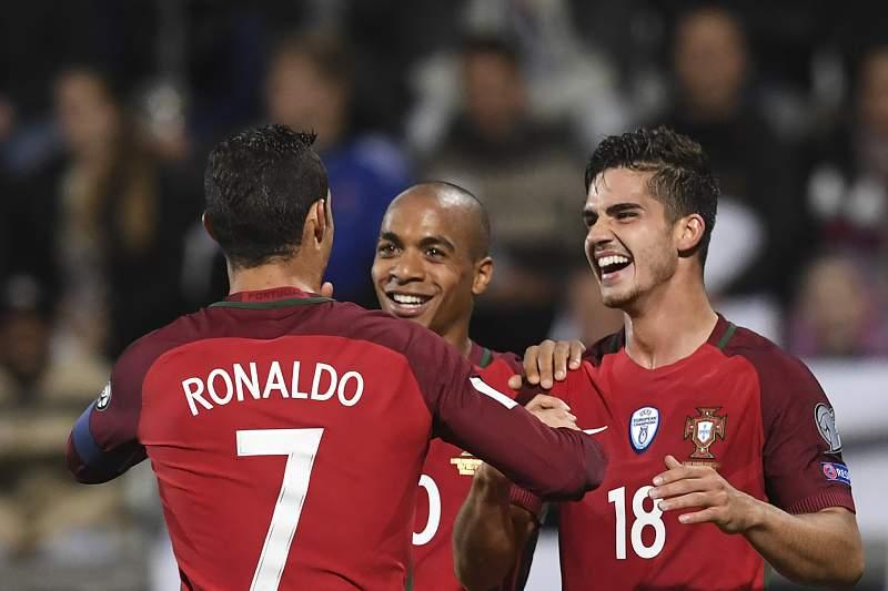 Ronaldo, André Silva e João Mário