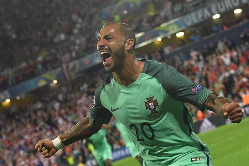 Quaresma leva Portugal para os 'quartos' do Euro2016