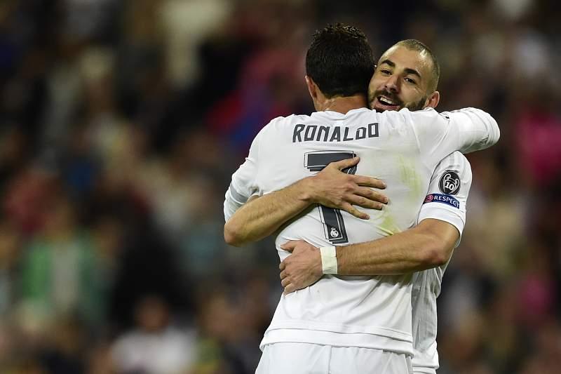 Ronaldo festeja com benzema